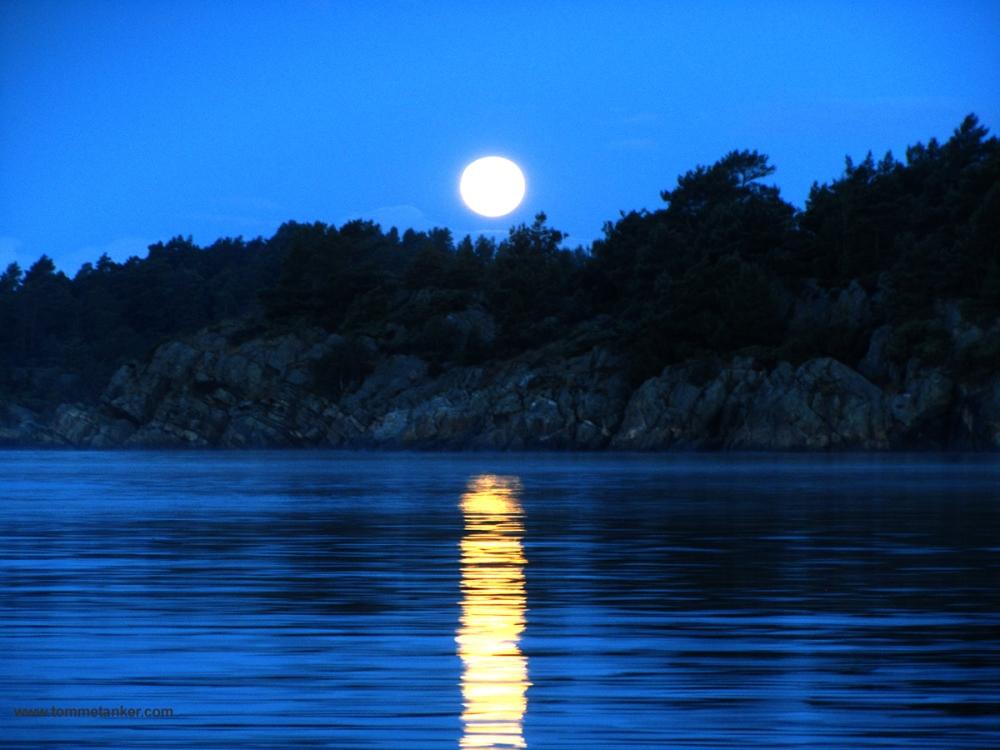 måne_ned_korsvikfjorden_tommetanker