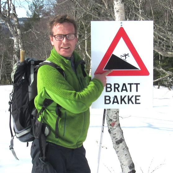 høgås_bratt_bakke_skilt_tommetanker