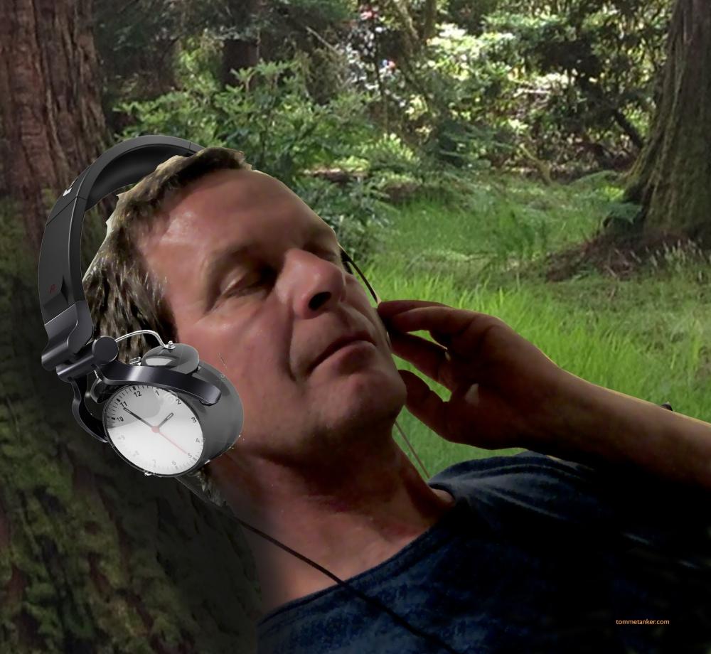 headphones_clock_tommetanker