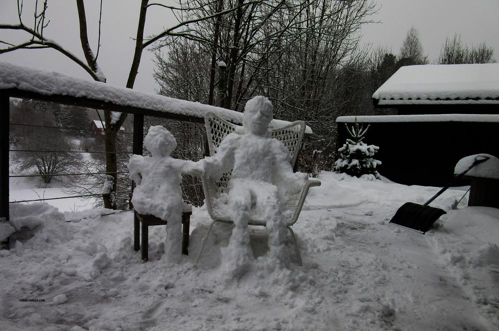snømann_m_barn2_tommetanker