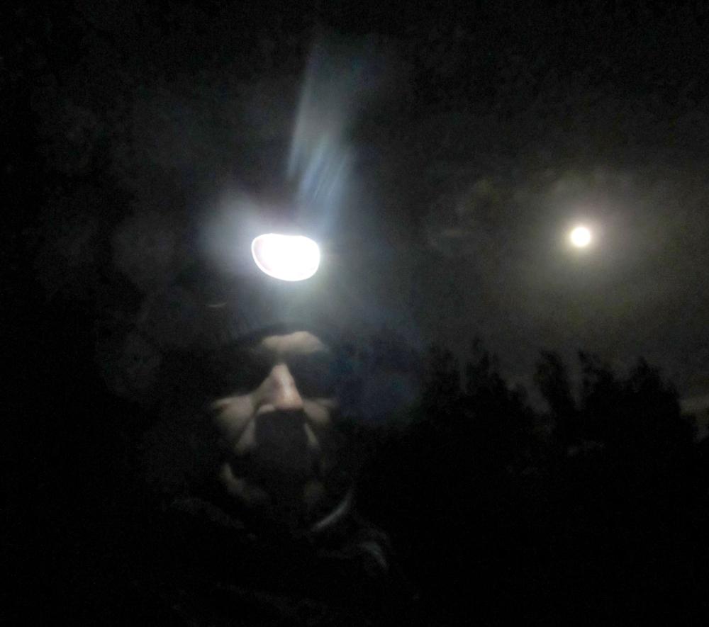 moon_selfie_tommetanker